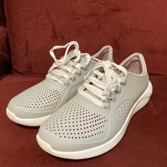 Cute and comfy sneakers by Crocs. Size 8